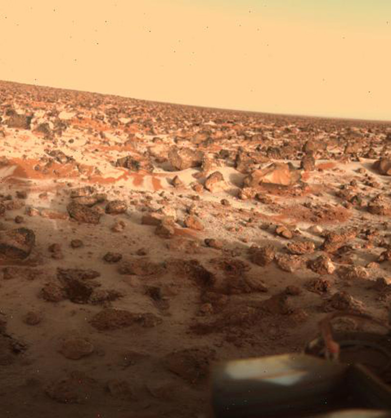 High-resolution color photo of the surface of Mars was taken by Viking Lander 2